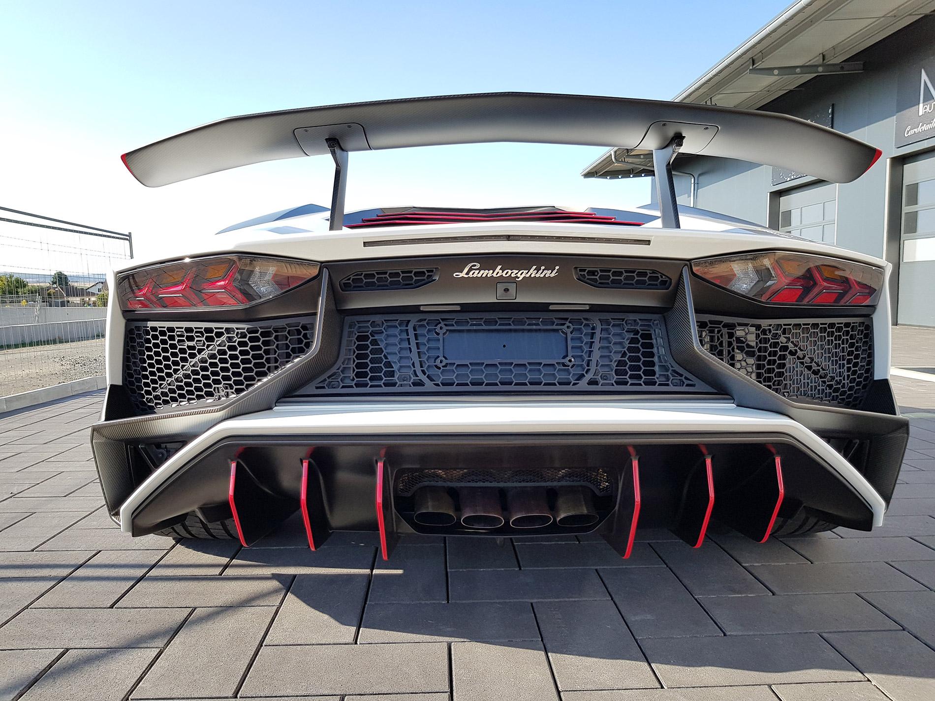 Lamborghini Aventador SV 3