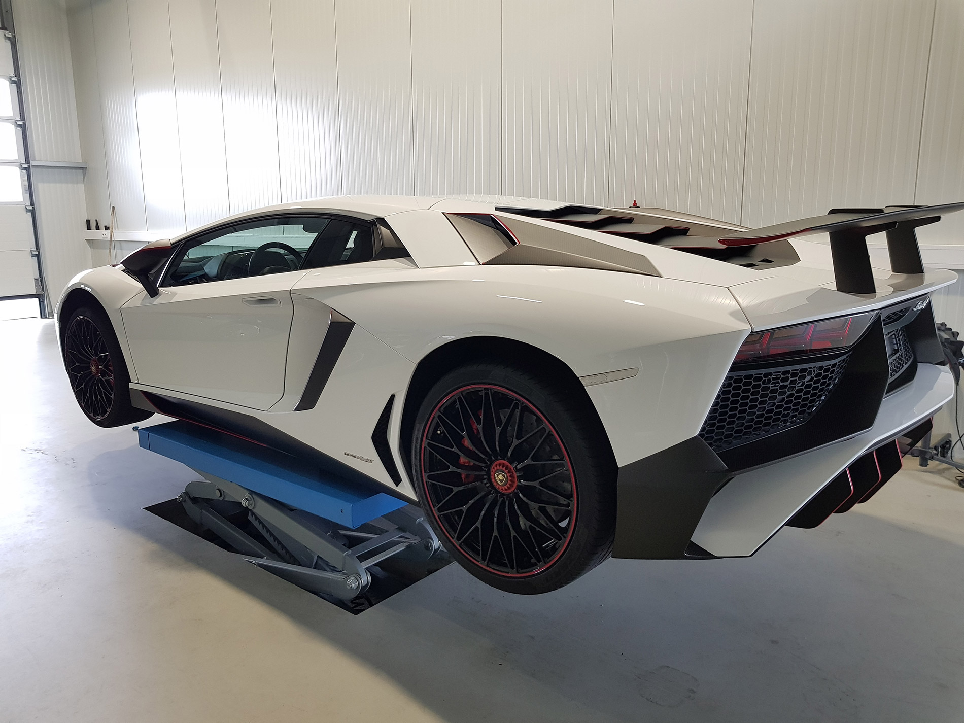 Lamborghini Aventador SV 9