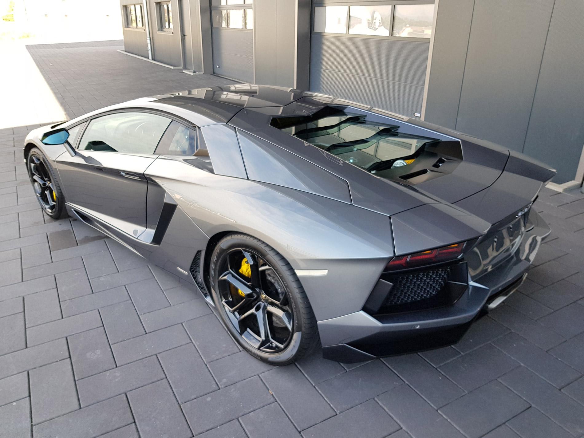Lamborghini Aventador 5
